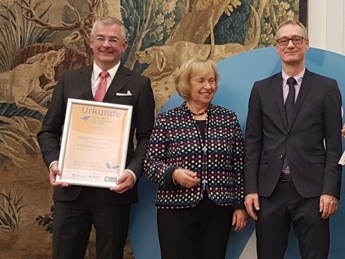Award for INEBB: Network Coordinator GFAS Vice President Martin Wittau receives the certificate from the President of the German Commission for UNESCO, Prof. Dr. med. Böhmer, and BMBF State Secretary Christian Luft. Image: Helga Berg | Federal Ministry of Education and Research